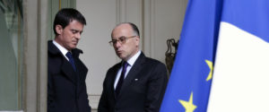 French Prime Minister Manuel Valls (L) and Interior minister Bernard Cazeneuve (R) speak together after a crisis meeting a day after the crash of an Airbus A320 operated by Lufthansa's Germanwings budget airline in a remote area of the French Alps, on March 25, 2015 at the Interior Ministry in Paris. AFP PHOTO POOL /PHILIPPE WOJAZER